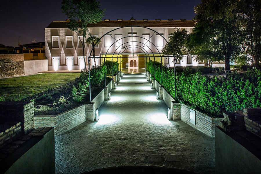 Cuarto Real de Santo Domingo de noche