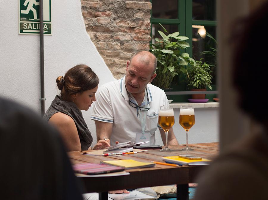 charlando en el I networking Little Granada