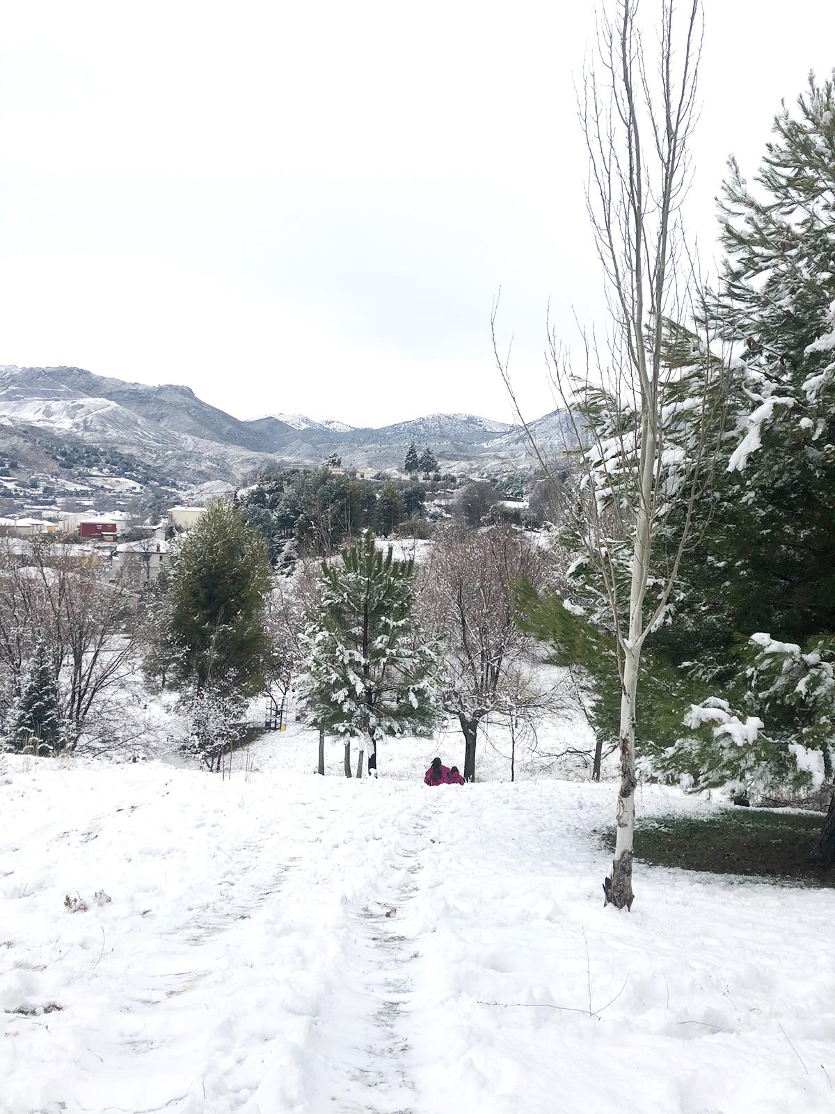 parque infantil Beas Granada nevado