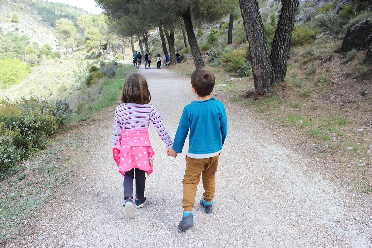 senderismo niños Granada Huétor Santillán