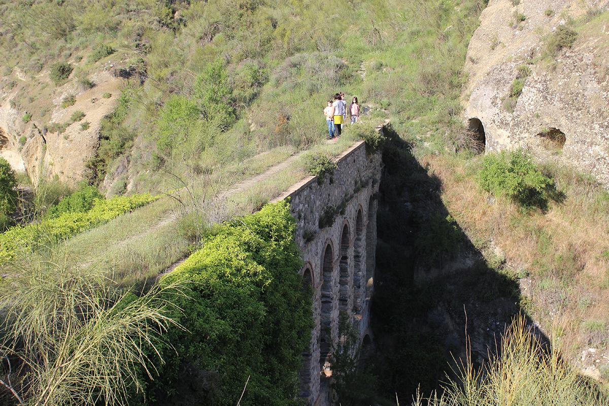 puente de línea obra hidráulica Dudar Granada